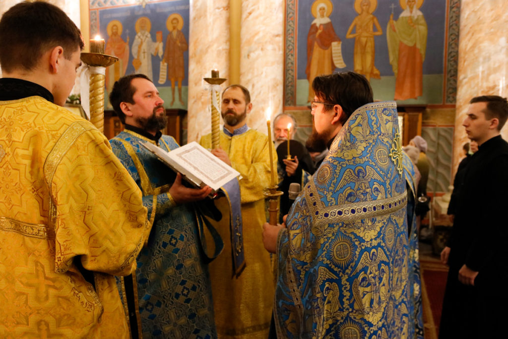 В Воскресенском храме молитвенно почтили праздник Введения во храм Пресвятой Богородицы