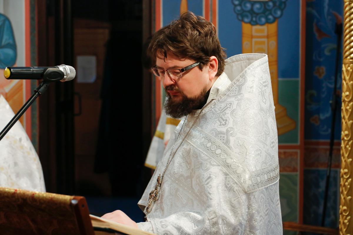 В навечерие Рождества Христова протоиерей Константин совершил Божественную литургию в Воскресенском храме