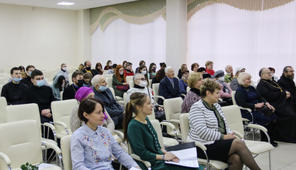 В рамках программы «Живое слово мудрости духовной» клирик Воскресенского храма иерей Дионисий Андреев посетил Витебскую областную библиотеку
