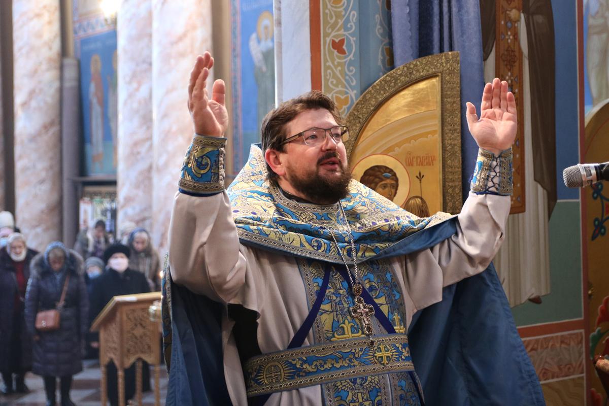 В праздник Сретения Господня настоятель совершил Литургию в храме Воскресения Христова города Витебска